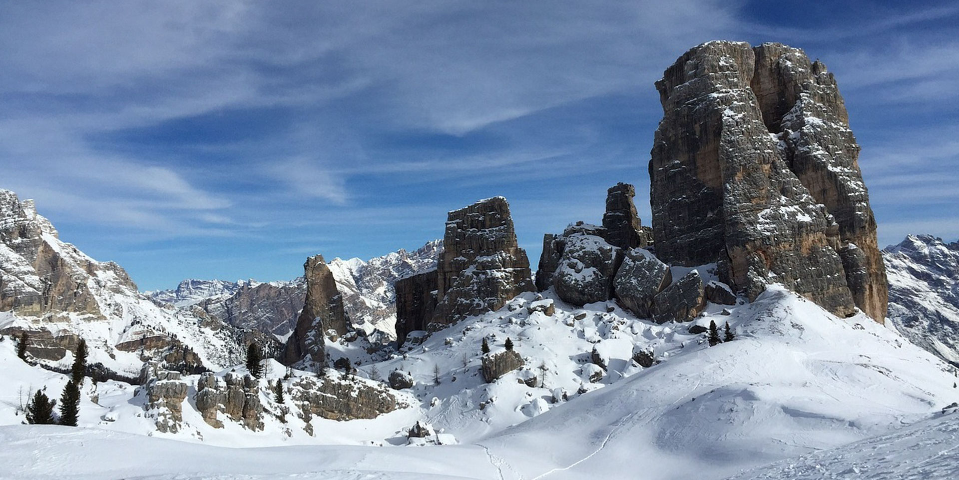 Rocky peaks, characteristic of the Dolomites, rise up above the slopes of Cortina ski area