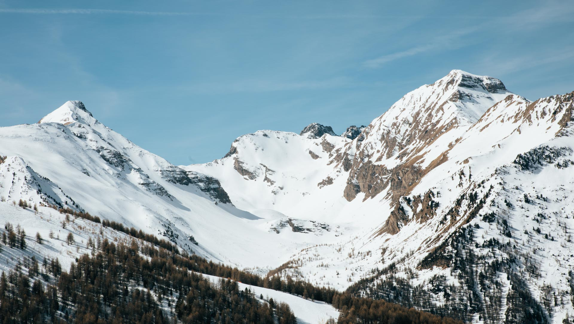 The snow cover mountainous peaks above Les Orres ski resort