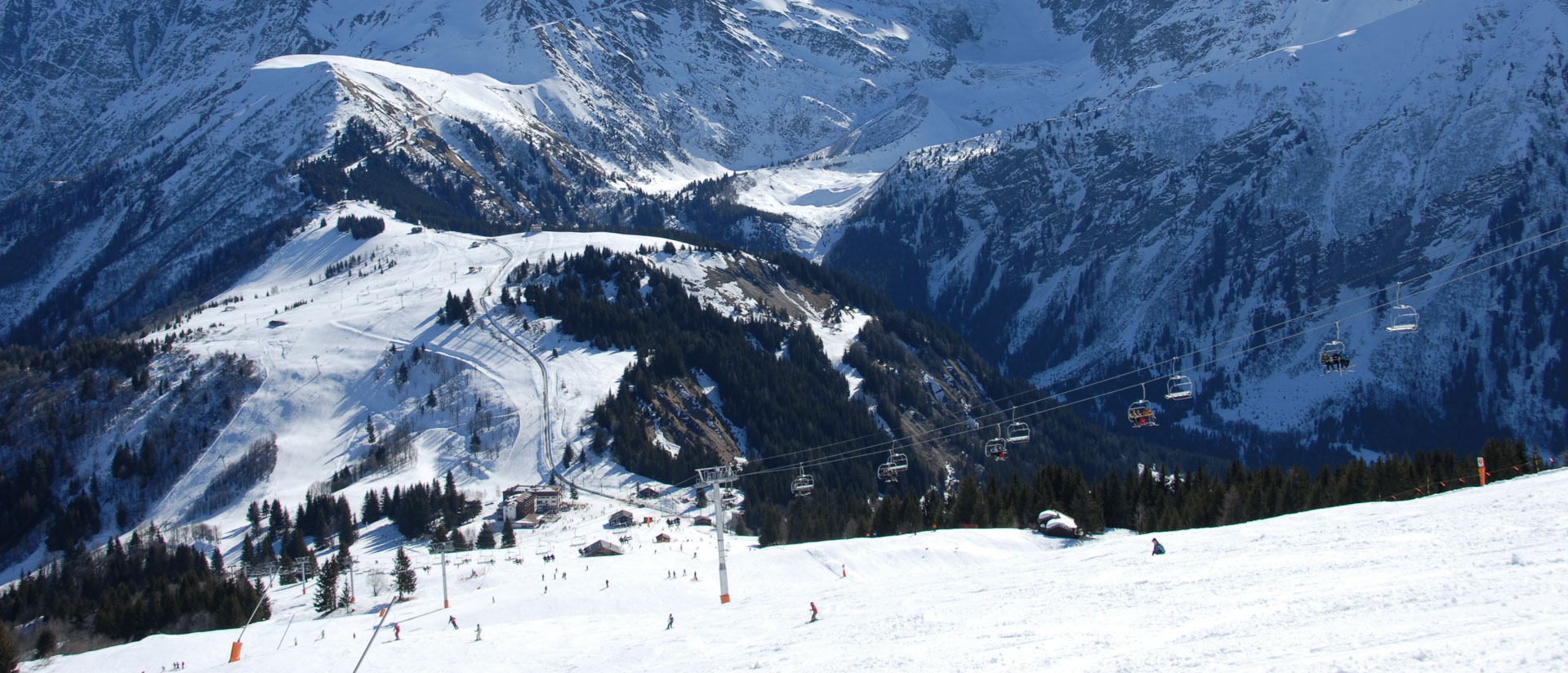 Skiers enjoy intermediate ski runs in Les Houches